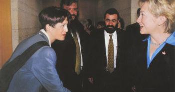 עורכת דין רוני אלוני סדובניק פגישה עם הילרי קלינטון - זכויות נשים - ייצוג נשים - ייצוג משפטי לנשים - ליווי משפטי - ייצוג הולם לנשים - של נשים